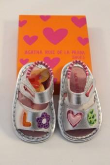 "Nu-pieds cuir gris métallisé ""love"" Agatha Ruiz de la Prada"